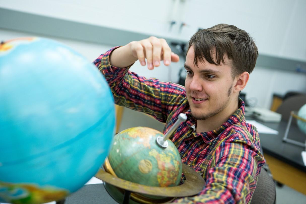 Should I major in physics or astrophysics?
